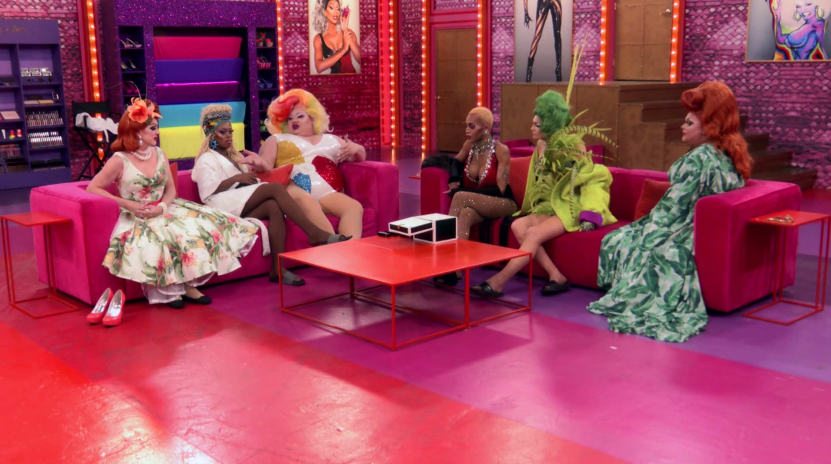 The girls discussing Jan's elimination.