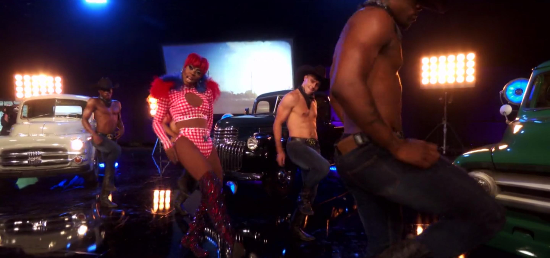 Ra'Jah performing in